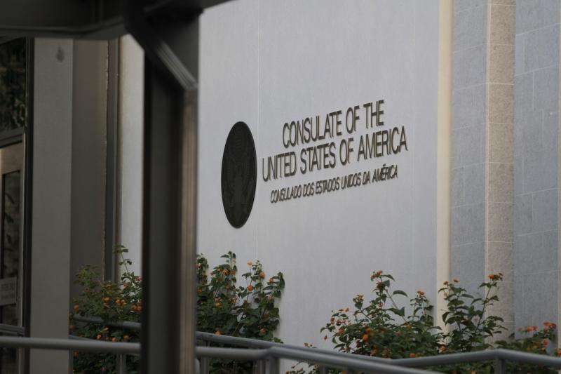 Consulado dos Estados Unidos, na Av. Assis Brasil, em Porto Alegre, recebe letreiro