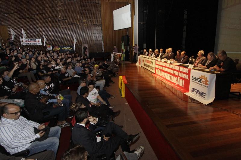 Frente Parlamentar em Defesa da CEEE, CRM e Sulgás realiza audiência pública no Teatro Dante Barone da Assembleia Legislativa