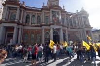 Municipários de Porto Alegre decidem sobre continuidade da greve nesta terça-feira