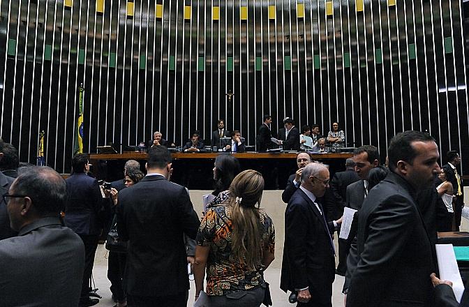 Plenário manteve as contrapartidas por 302 votos a 98