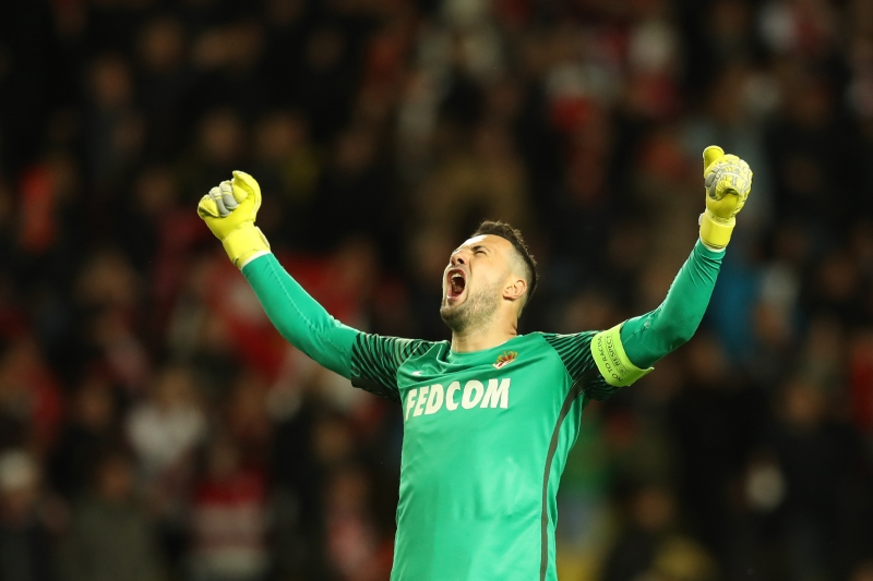 O goleiro croata Danijel Subasic celebra a conquista da vaga à semifinal