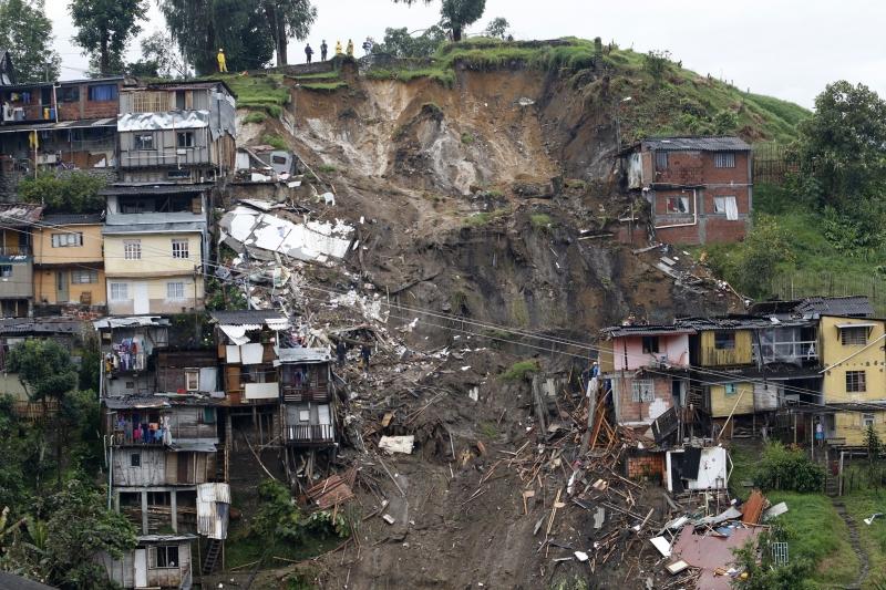 As chuvas atingiram oito bairros, há cerca de 100 imóveis afetados e 23 feridos