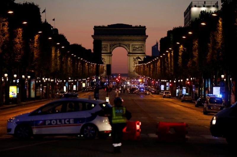 Os disparos ocorreram na avenida Champs Elysées, uma das avenidas mais famosas do mundo