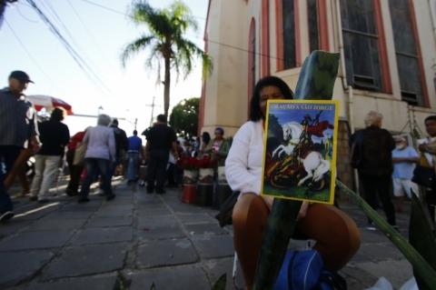 Procissões em homenagem a São Jorge alteram trânsito em vias de Porto Alegre