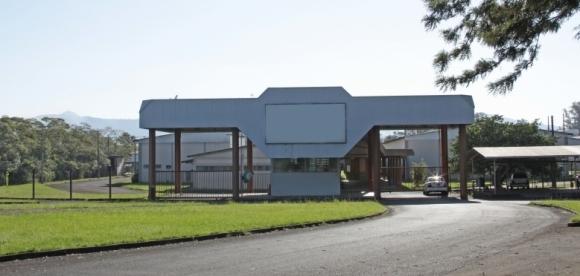 Pavilhão que receberá o novo parque industrial estava desocupado há mais de cinco anos, após o fechamento da Azaléia, em 2011