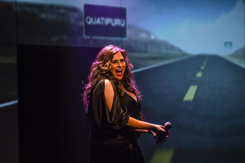 Cantora paraense faz show na Capital do DVD Do tamanho certo para o meu sorriso