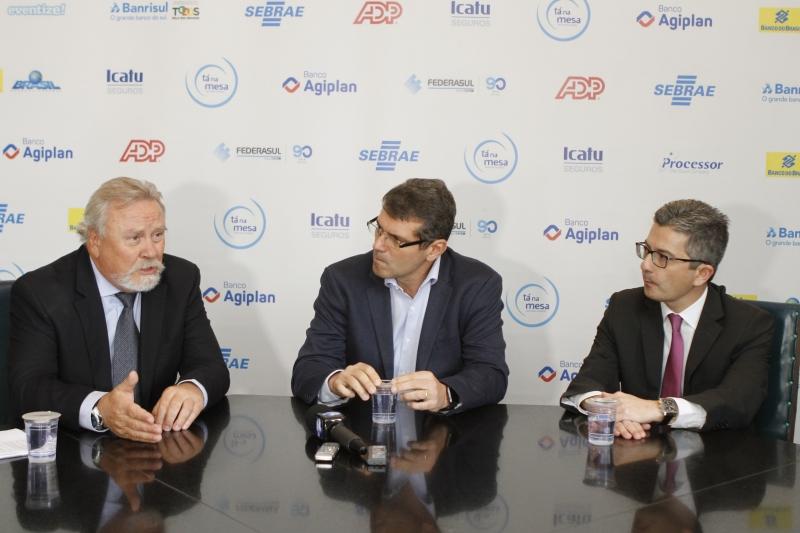 Bertinetti (Tecon), Hopf (4all) e Rodrigues (Sicredi) participaram de evento na Federasul