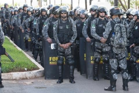 27/04/2017- Brasília- DF, BRASIL- Força Nacional na esplanada dos ministérios e cerca em frente ao congresso.  .Foto: Lula Marques/AGPT