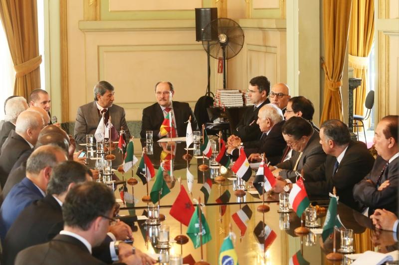 Reunião com o governador Sartori no Palácio Piratini reuniu 14 embaixadores e sete diplomatas