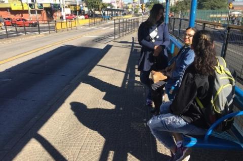 Lotação e transporte pessoal viram alternativa em dia de greve geral em Porto Alegre