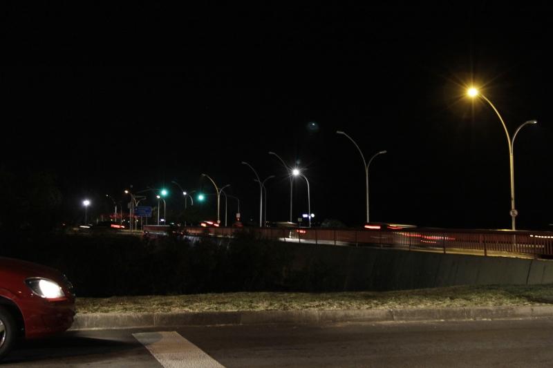 Alguns postes de luz não funcionam no sentido Centro-bairro