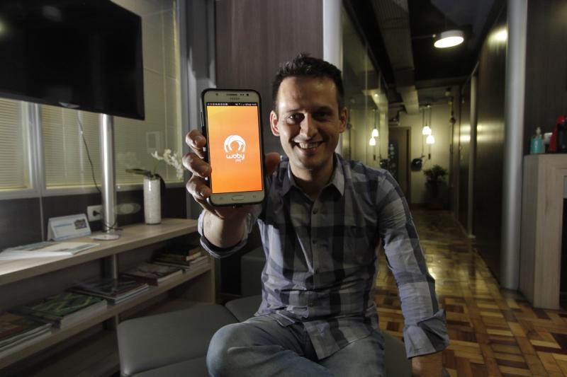 Entrevista com o criador de um app que facilita o encontro de jogadores de tênis. Na foto: Jancler Capellete