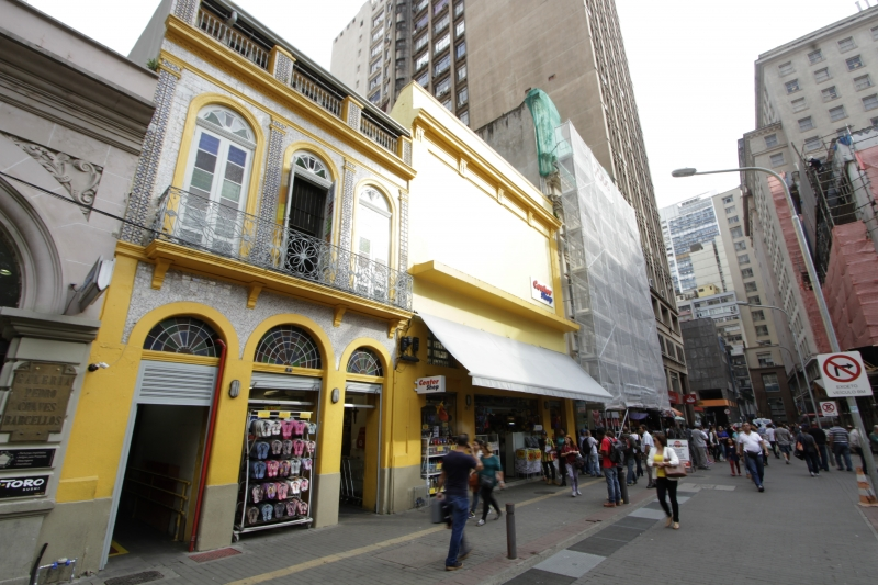 PG3 Fachada do prédio com azulejos portugueses na rua José Montaury 121