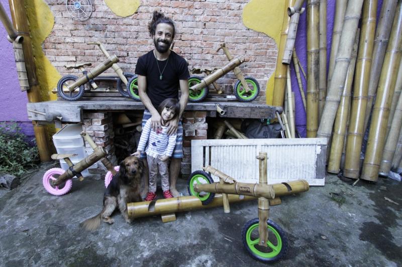 A sortuda a estrear o brinquedo foi a filha de Thiago, Maria Clara
