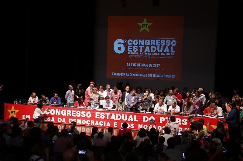 Congresso no Teatro Dante Barone, da Assembleia Legislativa, deu vitória ao deputado (d) com 55% dos votos
