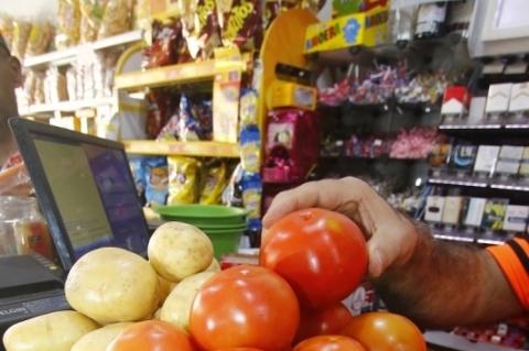 divulgação da nova Pesquisa Nacional da Cesta Básica de Alimentos. DIEESE - RS. Tomate e batata têm as maiores altas nos preços.