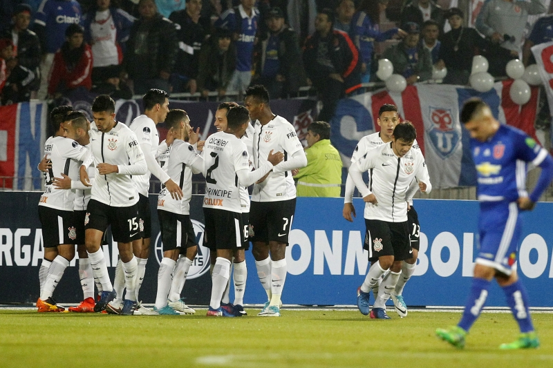 Rodriguinho (C-back) of Brazil's Corinthians celebrates with teammates after scoring against Chile's Universidad de Chile during their Copa  Sudamericana football match at the Nacional stadium in Santiago, Chile, on May 10, 2017. Copa Sul-Americana