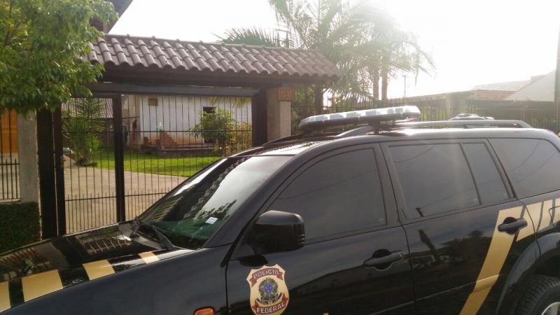 Policiais federais cumprem dois mandados de busca e apreensão em Taquara e Sapiranga