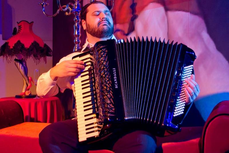Premiado músico catarinense Bruno Moritz traz seu quarteto ao Estado