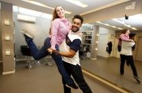 Casal monta empresa especializada em dança para casamentos