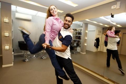 Entrevista com os empreendedores do Espaço Bela Dança, Bernardo Marin e Laura Moraes. Eles fazem coreografias para casamentos