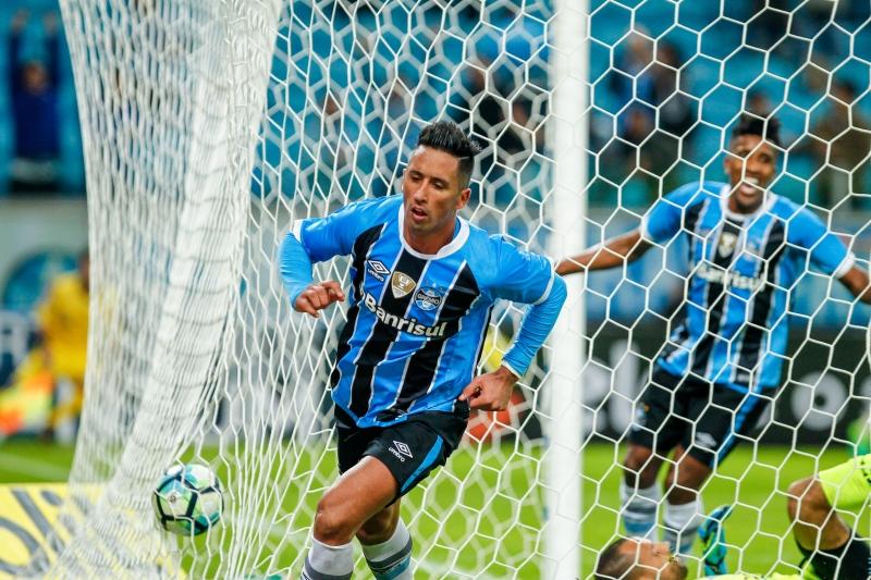 Paraguaio Lucas Barrios marcou duas vezes no triunfo gremista