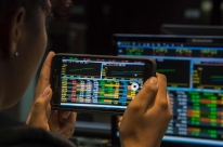 Bolsa em alta atrai novos investidores em ações