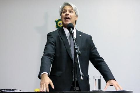 Molon: Oposição negocia redução do tempo mínimo de contribuição para homens