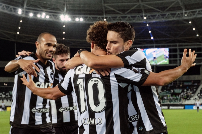 Rodrigo Pimpão (R) of Brazil's Botafogo celebrates with teammates after his goal against Colombia's Atletico Nacional during their Copa Libertadores 2017 football match at the Nilton Santos Olympic