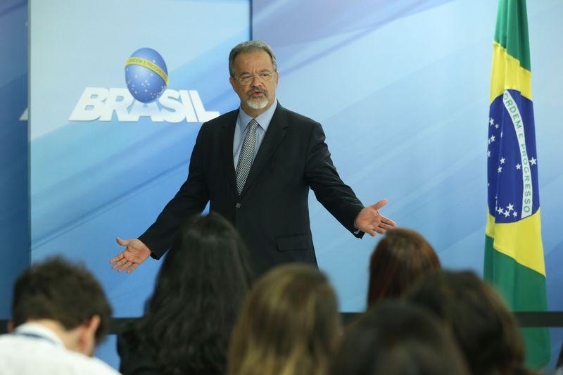 Brasília - Ministro da Defesa, Raul Jungmann, faz declaração à imprensa sobre manifestação na Esplanada dos Ministérios, no Palácio do Planalto (Valter Campanato/Agência Brasil)