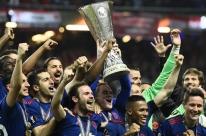 Manchester United controla jogo, bate o Ajax e fatura sua primeira Liga Europa
