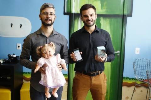 entrevista com Eduardo Marckmann, CEO da Toth Lifecare. empresa criou o Tempy, um termômetro inovador para bebês.