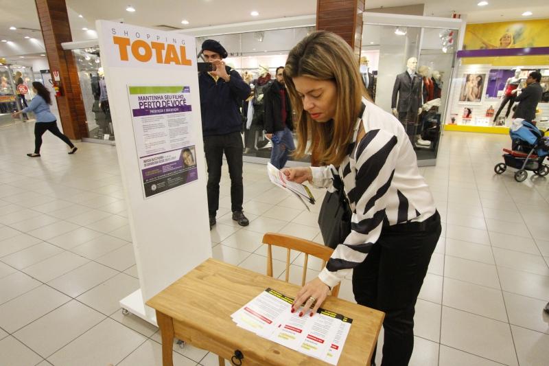 Deca instalou um totem no Shopping Total com fotos e informações