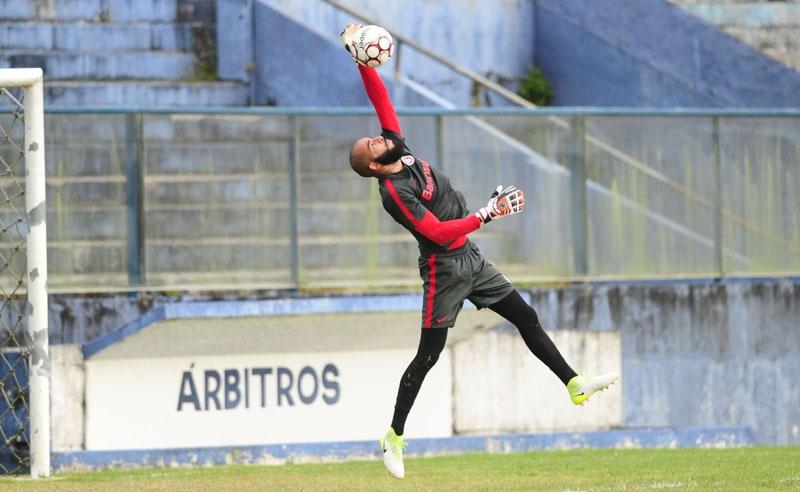 Danilo Fernandes retoma a defesa do arco colorado