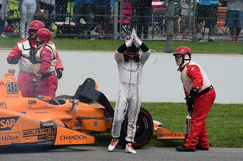 Com o motor quebrado, espanhol abandonou a prova faltando 20 voltas