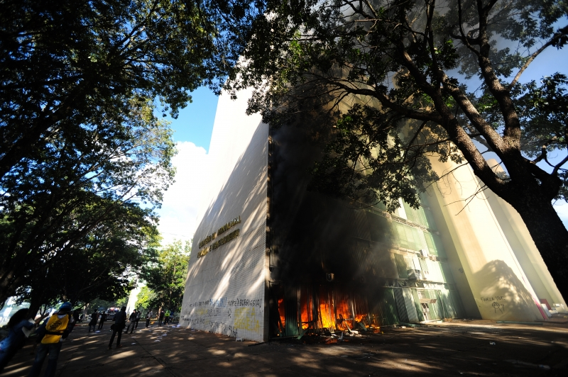 View of a fire at the Brazilian Ministry of Agriculture during clashes in the protest