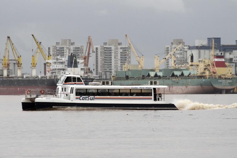 Catamarã ligando Porto Alegre e Guaíba se transformou em alternativa para moradores