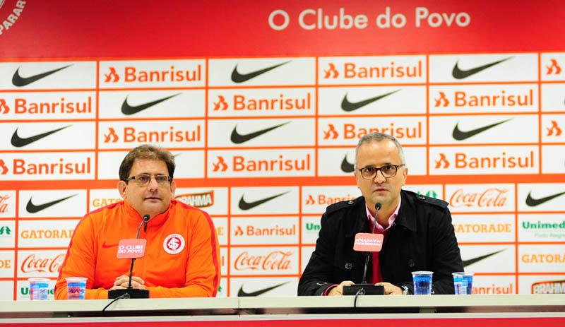 Guto Ferreira durante a sua entrevista coletiva no Beira-Rio