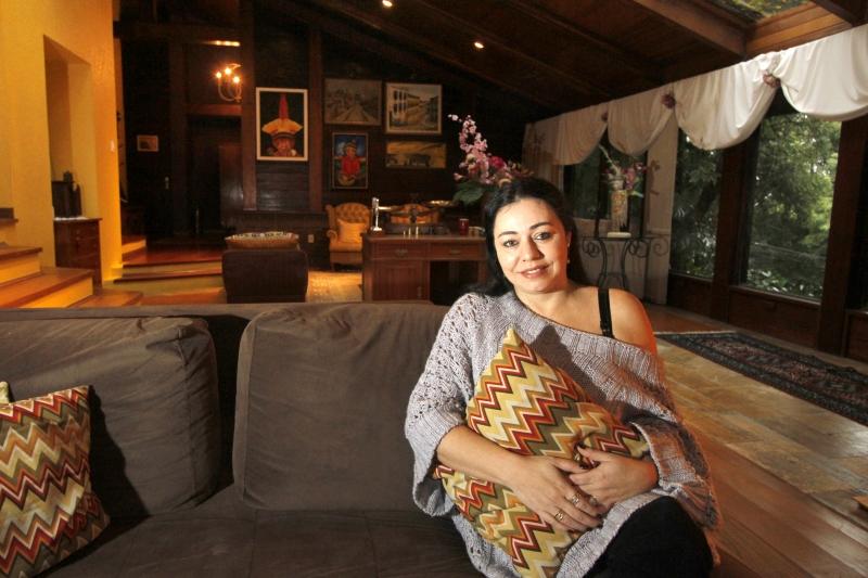 Karen, apaixonada por cozinha e decoração, promove festas intimistas