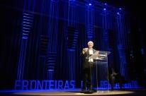 Gilles Lipovetsky e Eduardo Giannetti debatem a sociedade do hiperconsumo no Fronteiras do Pensamento