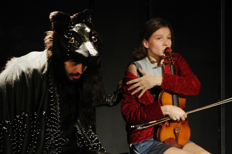 Chapeuzinho Vermelho, com direção de Camila Bauer, uma das estreias
