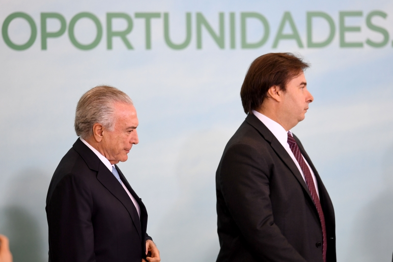 Michel Temer já fez alterações de cargos para agradar a Rodrigo Maia