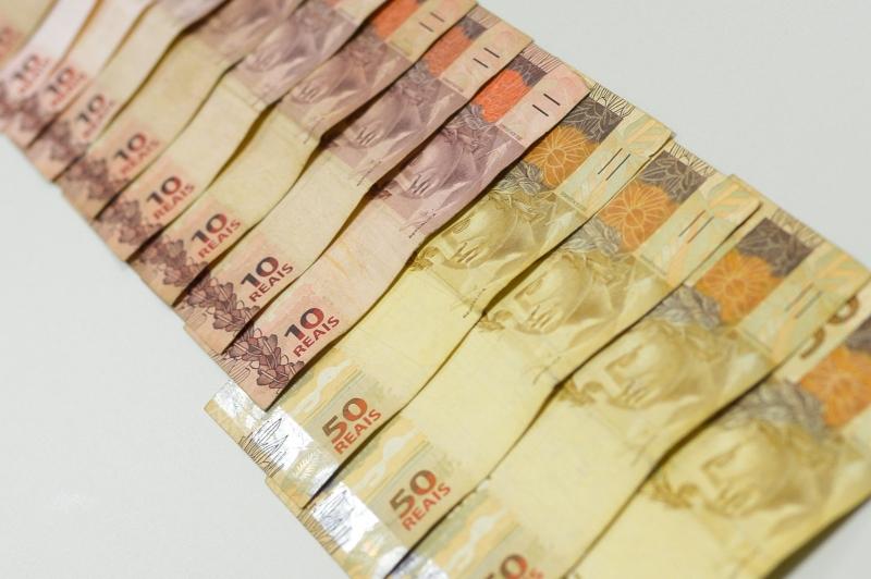 Contas do governo têm saldo positivo após seis meses no vermelho