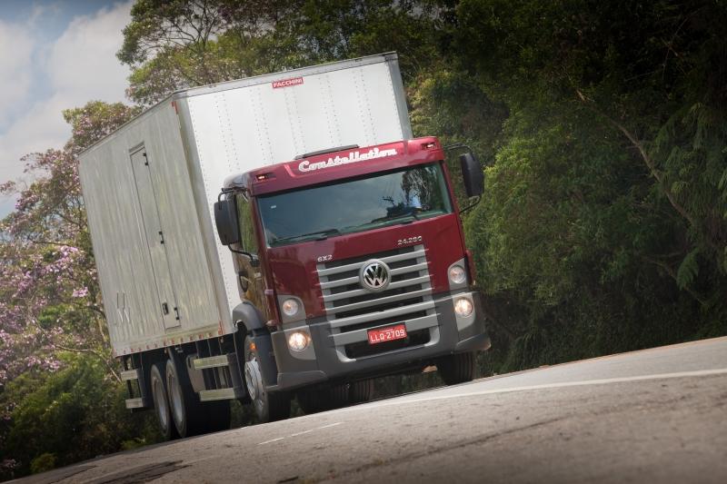 Modelos mais recentes das fábricas são apresentados aos representantes das empresas transportadoras