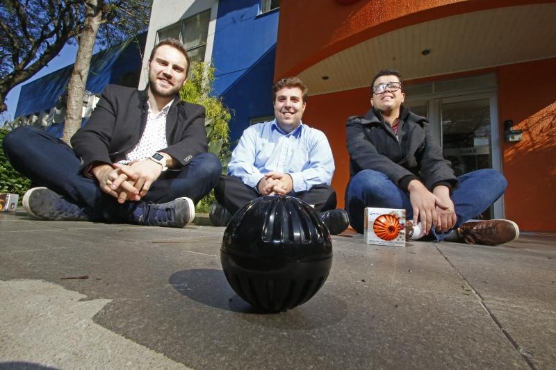 Castro, Fontanella e Bueno, empreendedores da Petjog, optaram por produto que o mercado estivesse pronto para consumir