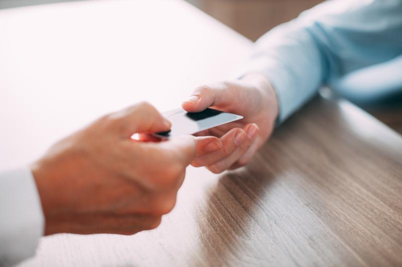 Cartão de crédito permanece como vilão do endividamento, citado por 78,9% das pessoas