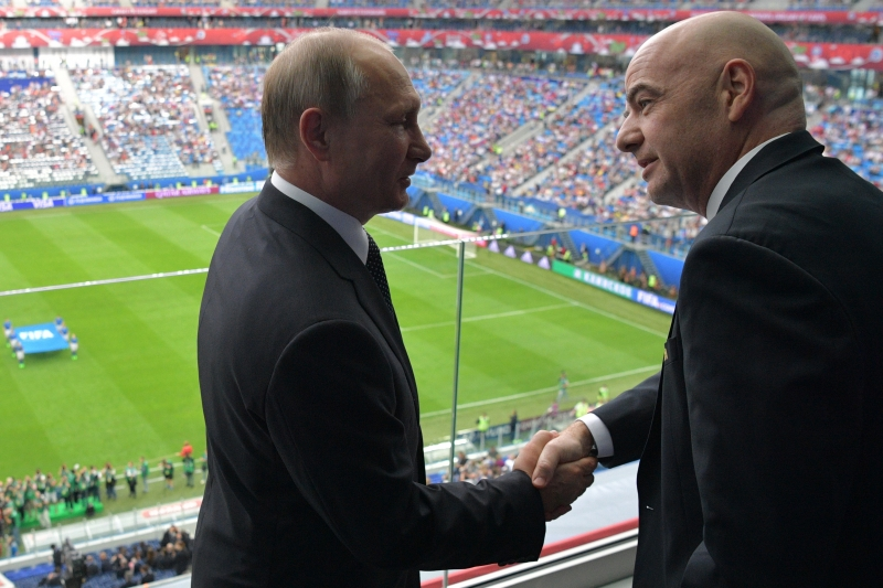FIFA president Gianni Infantino (R) shakes hands with Russian President Vladimir Putin ahead of the 2017 Confederations Cup group A football match between Russia and New Zealand at the Krestovsky Stadium in Saint-Petersburg on June 17, 2017. / AFP PHOTO / SPUTNIK / Alexey DRUZHININ