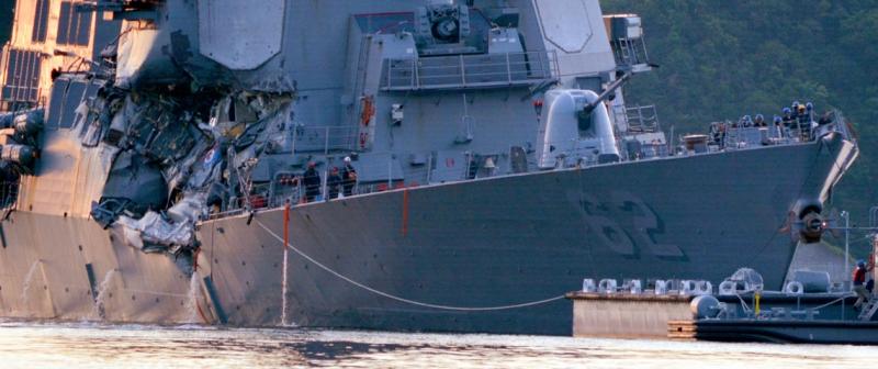 .YOKOSUKA, Japan (June 17, 2017) 170617-N-XN177-155 destruidor de mísseis guiados de YOKOSUKA, Japão (17 de junho de 2017) Arleigh Burke-classe USS Fitzgerald (DDG 62) retorna para Yokosuka frota atividades (FLEACT) após uma colisão com um navio mercante ao operar a sudoeste de Yokosuka, no Japão. (Foto ePeter Burghart US NAVY