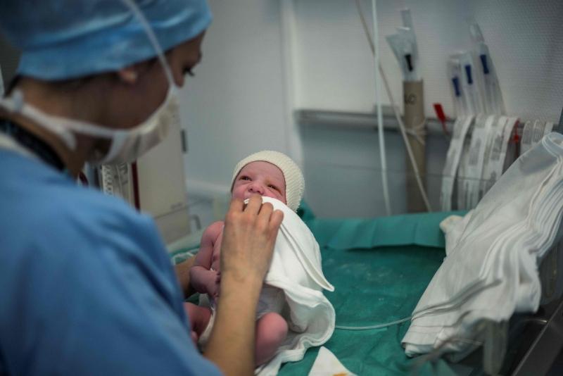 Houve 2,79 milhões registros de nascimentos no país em 2016, 151 mil a menos do que em 2015