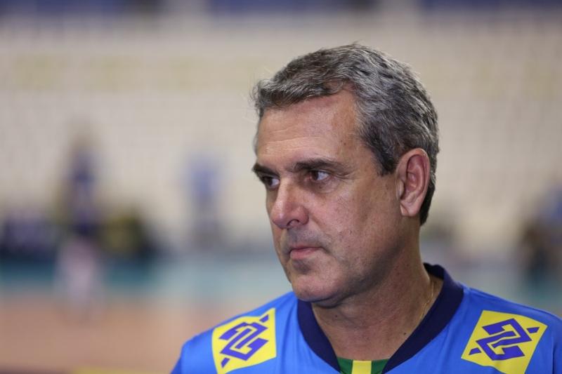 Técnico da seleção feminina do Brasil teme pela saúde das atletas